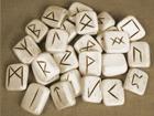 runen .runestenen in been